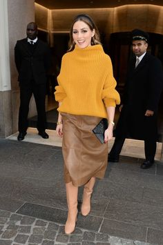Olivia Palermo is seen leaving her hotel during Milan Fashion Week Olivia Palermo Street Style, Look Olivia Palermo, Olivia Palermo Lookbook, Olivia Palermo Winter Style, Milan Fashion Weeks, Paris Fashion, Stockholm Street Style, Paris Street, Look Street Style