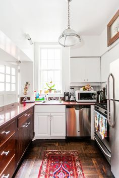Her home has housed many a notable person, from Diane Arbus to multiple SNL writers who used to have post-show movie parties in the courtyard outside the kitchen.  #refinery29 http://www.refinery29.com/ashley-miles-home-tour#slide-9