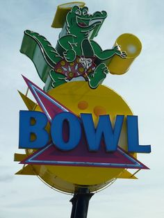 Bowling Alley - Port St. Lucie, FL Cool Neon Signs, Love Neon Sign, Vintage Neon Signs, Roadside Signs, Roadside Attractions, Retro Signage, Old Signs, Business Signs, Advertising Signs