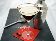 Espresso Martini – Very (iss)ima Espresso Martini, Vodka Martini, Cocktails, Drinks, Happy Hour, Panna Cotta, Ethnic Recipes, Food, Food Portions