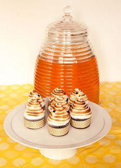 Chocolate Beehive Cupcakes & a {Giveaway!} for Amy Atlas' Sweet Designs | Sweetopia