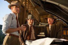 Robert Patrick, Ryan Gosling, and Michael Peña in Gangster Squad: Brigada de élite (2013)