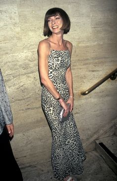 5 Chic-to-Death Trends Anna Wintour Predicted 20 Years Ago Anna Wintour Young, Anna Wintour Style, Milan Fashion Weeks, 90s Fashion, Girl Fashion, London Fashion, Fashion History, Dress Fashion, Vogue Editor In Chief
