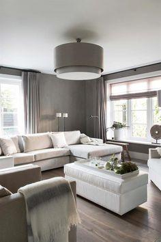 Stijlvol wonen is Keijser&Co. Eigentijdse meubelen met een pure vormgeving waarbij alles mogelijk is. Denk daarbij aan speciale maatvoeringen en verschillende afwerkingen, zoals gebeitst eiken, kasten in kalkverf of juist hoogglans gepolitoerd.