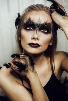 Makeup ideas Halloween – Great Make Up Ideas Halloween Make Up, Halloween Face Makeup, Black Swan, Instagram, How To Make, Modeling, Modeling Photography, Fashion Models, The Black Swan