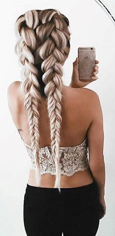 Hairstyles messy This is such a cute hairstyle. I love the loose braids. Btw this is not me This is such a cute hairstyle. I love the loose braids. Headband Hairstyles, Pretty Hairstyles, Hairstyle Ideas, Medium Hairstyles, Loose Braid Hairstyles, Layered Hairstyles, Formal Hairstyles, French Plait Hairstyles, Beehive Hairstyles