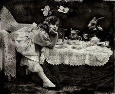 Vladimir Clavijo-Telepnev : Alice In Wonderland