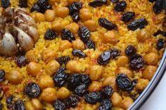 Cuinant: Arroz al horno con pasas y garbanzos (Arròs amb panses i cigrons)