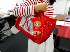 When she went to the concert of peach color clover Z(Momo-iro clover Z), she handcrafted the back that herself had.  All depends on her handcrafting.  Generally, it was very difficult to sew spangles with a home sewing machine,  but was able to sew the sewing machine of the sewing machine studio ITOSO neatly. The sewing machine is the times to rent it only when it is necessary without buying it. Sewing machine studio ITOSO ,Sendai in Japan.