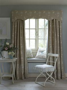 Cow parsley prints: a timeless summer interiors trend Vitrier Paris, Pelmet Designs, Curtain Pelmet, Vanessa Arbuthnott, Custom Curtains, Home Trends, Small Space Living, Soft Furnishings, Window Treatments