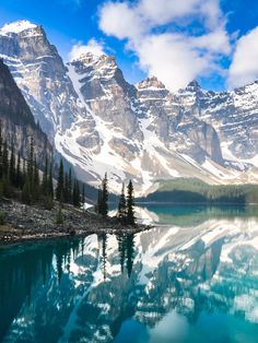 Canada is one of the world's premier destinations and for good reason: endless peaks, breathtaking wilderness, and energetic cities dot the country's colossal landscape. Each of its 10 provinces offer. Scenic Photography, Landscape Photography, Nature Photography, Landscape Wallpaper, Nature Wallpaper, Landscape Photos, Landscape Art, Canada Tours, Photo Voyage