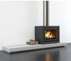 Concrete Fireplace, Fireplace Hearth, Stove Fireplace, Modern Fireplace, Living Room With Fireplace, Fireplace Design, Open Plan Kitchen Living Room, Small Living Rooms, Casa Patio