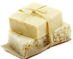 Haz tu propio jabón exfoliante de avena y miel con este tutorial. ¡No te lo pierdas!