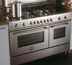 dreaming of an amazing gas range like this.... double oven too! aaaahhhh