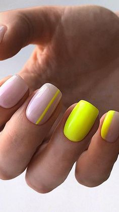 Neon is the trend of the year but wearing it is not as easy as it seems. If you love it but you think it might be too much why not embrace it on your nails? Neon Nails, Diy Nails, Cute Nails, Neon Yellow Nails, Neon Nail Art, Perfect Nails, Gorgeous Nails, Nagellack Design, Manicure Y Pedicure