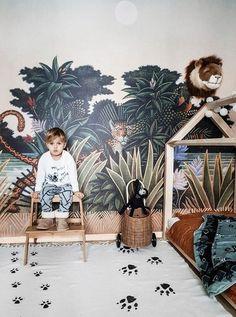 jungle kids room with mural wallpaper with jaguar #kidsroom #kidsdecor #jungleroom #junglenursery #nurseryideas #nurserydecor Leopard Tapete, Leopard Wallpaper, Jungle Vibes, Kids Room Wallpaper, Wallpaper Jungle, Wallpaper Childrens Room, Unique Wallpaper, Bedroom Wallpaper, Nursery Decor
