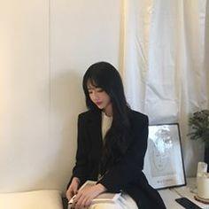 미세먼지.. 무엇? Ulzzang Fashion, Ulzzang Girl, Boy Fashion, Korean Fashion, Japan Girl, Art Girl, Cute Girls, How To Look Better, Asian