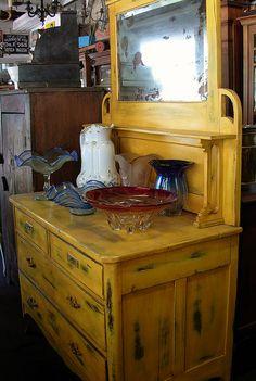 Antiks on pinterest james white butcher shop and - Comoda con espejo ...