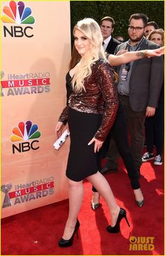 Meghan Trainor Is All About That Dress at the iHeartRadio Music Awards 2015!