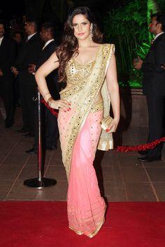 Zarine Khan looked beautiful in a saree at Arpita Khan's wedding reception in Mumbai.