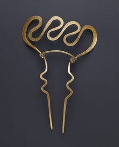 Alexander Calder, comb, 1940. Brass wire. Private collection, Düsseldorf.  Sascha Fuis. Via artaurea