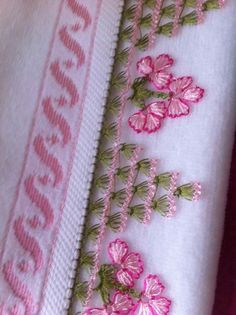 Needle Lace, Floral Tie, Diy Gifts, Machine Embroidery, Tatting, Needlework, Diy And Crafts, Patches, Crochet