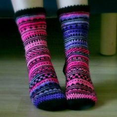 Beginning: CO 20 sts using Judy's Magic Cast On. Add 4 sts on every row for 5 rows (total 40 sts). Add 4 sts on every other row for 5 rows (total 60 sts). Fair Isle Knitting, Knitting Socks, Hand Knitting, Knitting Patterns, Knit Socks, Mittens Pattern, Pullover, Leg Warmers, Lana