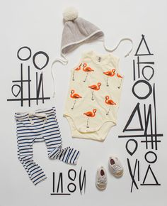 Flamingos and graphic prints-- fabulous! Modern Dressing the Babe / Baby Style Flamingo ideas and inspiration Cute Kids, Cute Babies, Baby Kids, Toddler Fashion, Kids Fashion, Little Fashionista, Kid Styles, Kind Mode, Baby Wearing