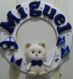 Guirlanda Urso dos Brinquedos, Guirlanda em MDF pintado, e Detalhes em feltro feitos à mão com enchimento antialérgico, para Decoração do quarto do bebê, ou Porta de Maternidade. <br>Feitos sob encomenda personalizados com o nome de seu bebê e nas cores que desejar.
