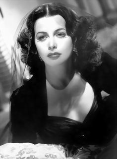 Hedy Lamarr born Hedwig Eva Maria Kiesler in Austria. An actress and inventor.Thanks to her we have inventions like WiFi! Old Hollywood Movies, Hollywood Actor, Golden Age Of Hollywood, Vintage Hollywood, Hollywood Glamour, Hollywood Stars, Classic Hollywood, Vintage Glamour, Vintage Beauty