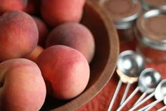 Yummy Peaches + Your Slow Cooker = delicious homemade Crockpot Peach Butter Recipe! Are you ready for some delicious goodness? Make Ahead Meals, Freezer Meals, Crockpot Peach Butter Recipe, Canning Recipes, Crockpot Recipes, Chicken Divan Recipe, Chocolate Cobbler, Butter Sauce, How To Make Homemade