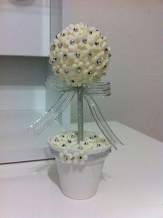 TAGS DE BRINDE!    Lembrancinhas de Topiaria Bodas de Prata!  Posso mudar as cores dos vasinhos , das flores ,das miçangas e fitas!    Muito delicado!