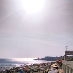 Mar que brilha // shining sea #praiadecarcavelos #shiningsea #marquebrilha #férias #holidays #holidayseason #summer #summertime #summerholidays2016 #peoplescreative #p3top #beachlife #hotsummer #august2016 #agosto #verão #beautifuldays #carcavelos