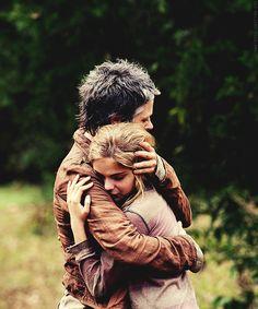 The Walking Dead - Carol & Lizzie 'The Grove'