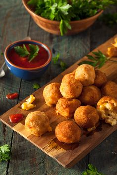 Fried Mac and Cheese Bites por Brent Hofacker