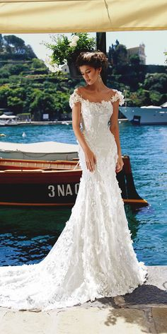 Best Couture Wedding Dresses and Bridal Boutique Shops in Chicago, Los Angeles, Las Vegas and New York Couture Wedding Gowns, Wedding Dresses 2018, Gala Dresses, Bridal Dresses, Gorgeous Wedding Dress, Elegant Wedding, Marie, Poses, Wedding Bride