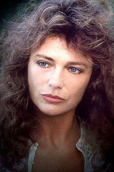 linda Jacqueline Bissett, Celebrity Faces, Kristin Kreuk, Bond Girls, English Actresses, Best Actress, Famous Faces, Hollywood Stars, Belle