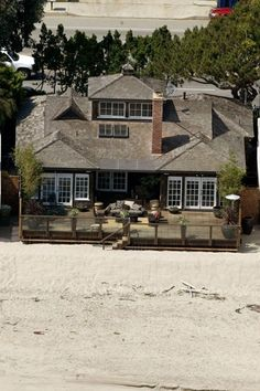 Jennifer Aniston, her beach house