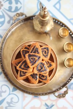 Makrout frit Ramadan Recipes, Biscuit Cookies, Couscous, Food Photography, Photography Journal, Biscuits, Cocoa, Waffles, Pie