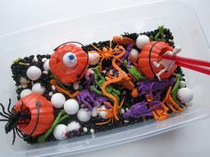 DIY Hallowen: Halloween Sensory Tub For Multiple Ages
