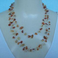 Colar crochê feito com pedra natural ágata de fofo e linha branca própria para bijuterias. R$18,00