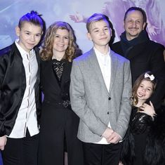 Marcus & Martinus bryter med manageren – pappa tar over Marcus Y Martinus, What Is Heartburn, 17 Kpop, Bars And Melody, Dream Boyfriend, I Go Crazy, M Photos, Twin Brothers, Cute Family
