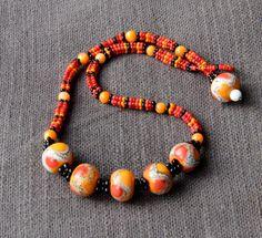 Collier en rocailles tissées et perles de verre