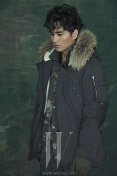 In this month's issue of W Korea, a spiritless Lee Jin Wook shows six different ways on how to stay warm for winter, covering himself in Series products. Korean Star, Korean Men, Korean Actors, Korean Dramas, Beautiful Boys, Gorgeous Men, Lee Jin Wook, W Korea, Sexy Asian Men