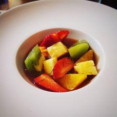 ¿Cómo puede ser algo tan sencillo, tan rico? sangria de frutas, super refrescante.