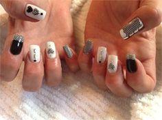 Day 86: Black and White ZigZag Nail Art