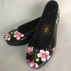 Painted Clothes, Painted Shoes, Painted Boards, Tory Burch Flats, Fabric Painting, Sock Shoes, Hand Painted, Fancy, Watercolours