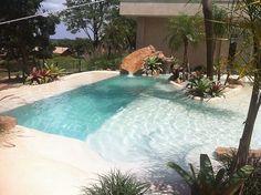 Large wading area taking ledge splash pad with pool Piscina em formato de praia 2 Small Backyard Pools, Backyard Water Feature, Backyard Pool Designs, Swimming Pools Backyard, Swimming Pool Designs, Pool Landscaping, Outdoor Pool, Backyard Beach, Oasis Backyard