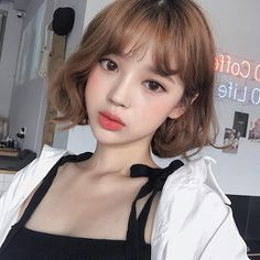 70 Ideas for haircut short bangs korean – short hair bangs Korean Short Hair Bangs, Ulzzang Short Hair, Korean Haircut, Short Brown Hair, Short Hair With Bangs, Girl Short Hair, Hairstyles With Bangs, Short Hair Cuts, Ulzzang Hairstyle