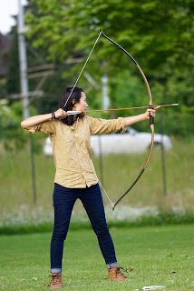 Brace height on bow is the measurement from the deepest part of the bow of the grip (pivot point) o the bowstring at rest. Archer Costume, Medieval Archer, Woman Archer, Takedown Recurve Bow, Types Of Bows, Archery Accessories, Traditional Bow, Great Hobbies